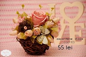 103 decor floral in cos cu trandafiri roz