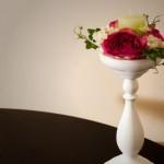 decor floral pe sfesnic alb