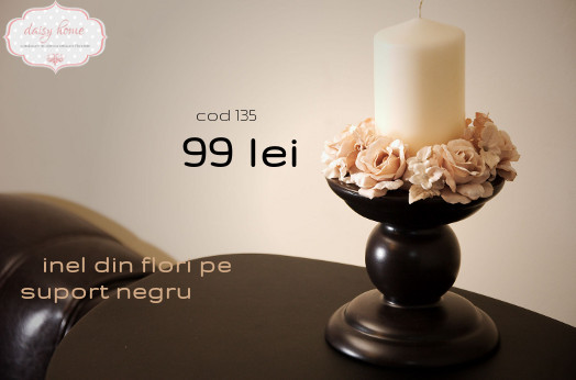 decor floral pe suport negru