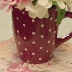 aranjament floral in cana cu buline