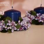 set lumanari albastre cu inel din flori